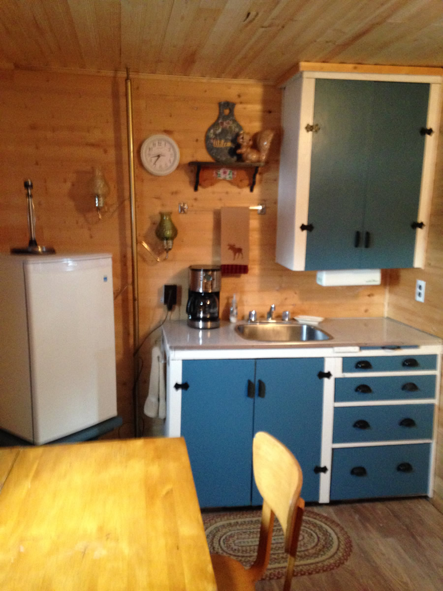 2-Cabin-2-Kitchen_Eating-Area-1200
